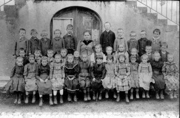 Jg 1887+88 1+2.Klasse Lehrerin Luise Frank 1895