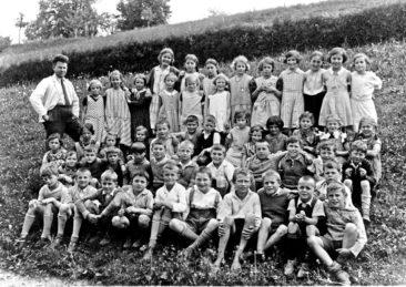 Jg 23 - 25  Lehrer Hans Bertschi  1934