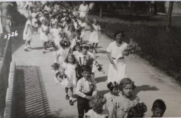 JF 1936 Kindergarten met de Dante Bume