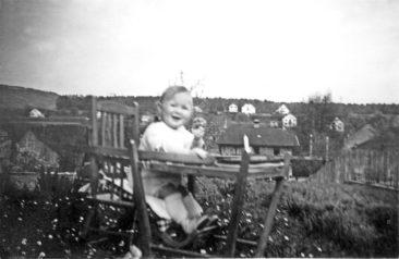 Jimmy 9.4.1945 und der Bahnhof seit dem 1.Geburtstag