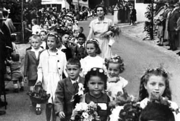 8.6.1952 Jg45 1. Klasse mit Frl. Margrit Zulauf