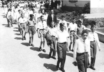 29.6.1958 Jg44-46 Oberschule mit Lehrer Hans Joho
