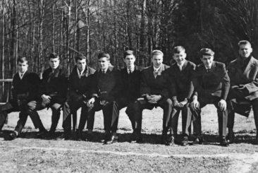 2.2.1961 Zuschaer auf dem Sportplatz
