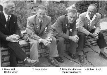 4 Niederlenzer auf der Kirchenmauer um 1949