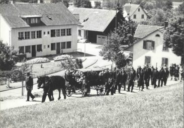 einer der letzten Trauerzüge einer Beerdigung um 1963