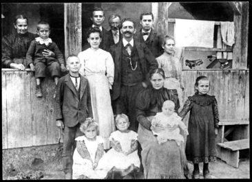 Fam. Häusermann-Widmer 1907 em Choschthus, erhalten von Esther Schlagenhauf, herzlichen Dank Esther