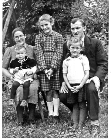 Fam. Max & Hanna Wyser-Sutter 1943, Mutter, Urs, Heidi, Margrit, Vater