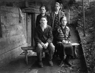 Fam. Rudolf Merz-Plüss em Egge um 1910