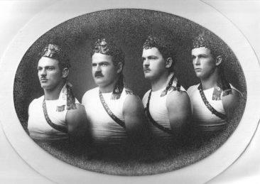 Kranz-Schwinger Gebrüder Wilk   von links nach rechts: Wilhelm, Walter, Max und Hans  (Dorlis Vater)