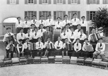 "Handörgeli-Club ""Vergissmeinnicht"" um 1935"