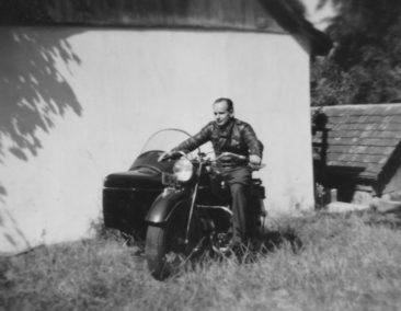 Spengler Willi Haus *1916 mit seinem umbaubaren Seitenwagen-Motorrad