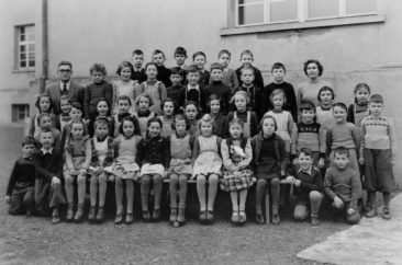 Jg 42  2.Klasse  Lehrer Fritz Iten und Frl. Margrit Zulauf   1950