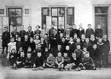 Jg 08 - 10  Lehrer Karl Urech (genannt Kugel) 1920 e de Bändeli