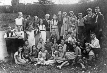 Jg 18 - 20  Lehrer Willi Basler  1932