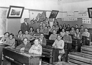 Jg 21-23   Lehrer Hans Joho 1936