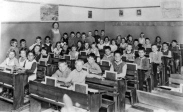 Jg 27  Lehrerin Frl. Margrit Urech   1935