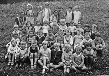 Jg 28+29 mit Frl. Richter und Tante Margrit Baumann  1934