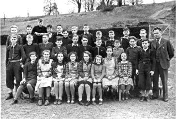 Jg 32 - 34  Oberschule  Lehrer Hans Bertschi   1947