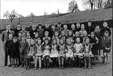 Jg 37 + 38  2.+3.Klasse  Lehrer Fritz Iten   1947