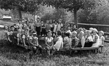 Jg 32+33 mit Margrit Baumann im Sommer 1938