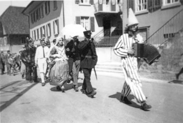 mein Vater Ernst Jufer mit der Handorgel am 9. Mai 1932