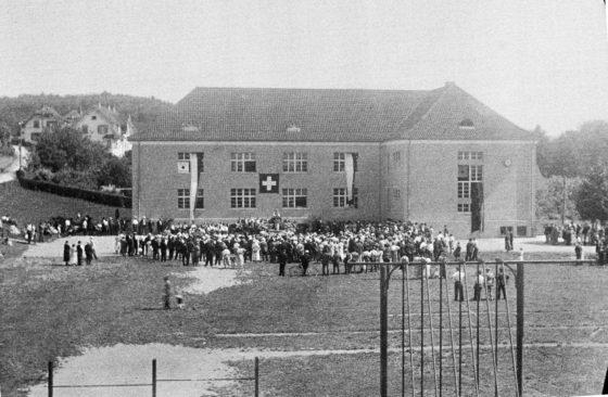 Schulhaus Einweihung ?  denn am 5. Januar 1928 wurde das gelbe Schulhaus bezogen