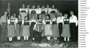 Trachtengruppe im alten Gemeindesaal ca.1953