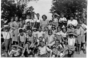 Jg 36 Schulreise 2. Kl. 1944 Säli Schlössli