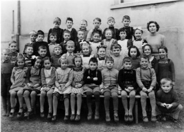 Jg 43  1.Klasse  Lehrerin Frl. Margrit Zulauf   1950